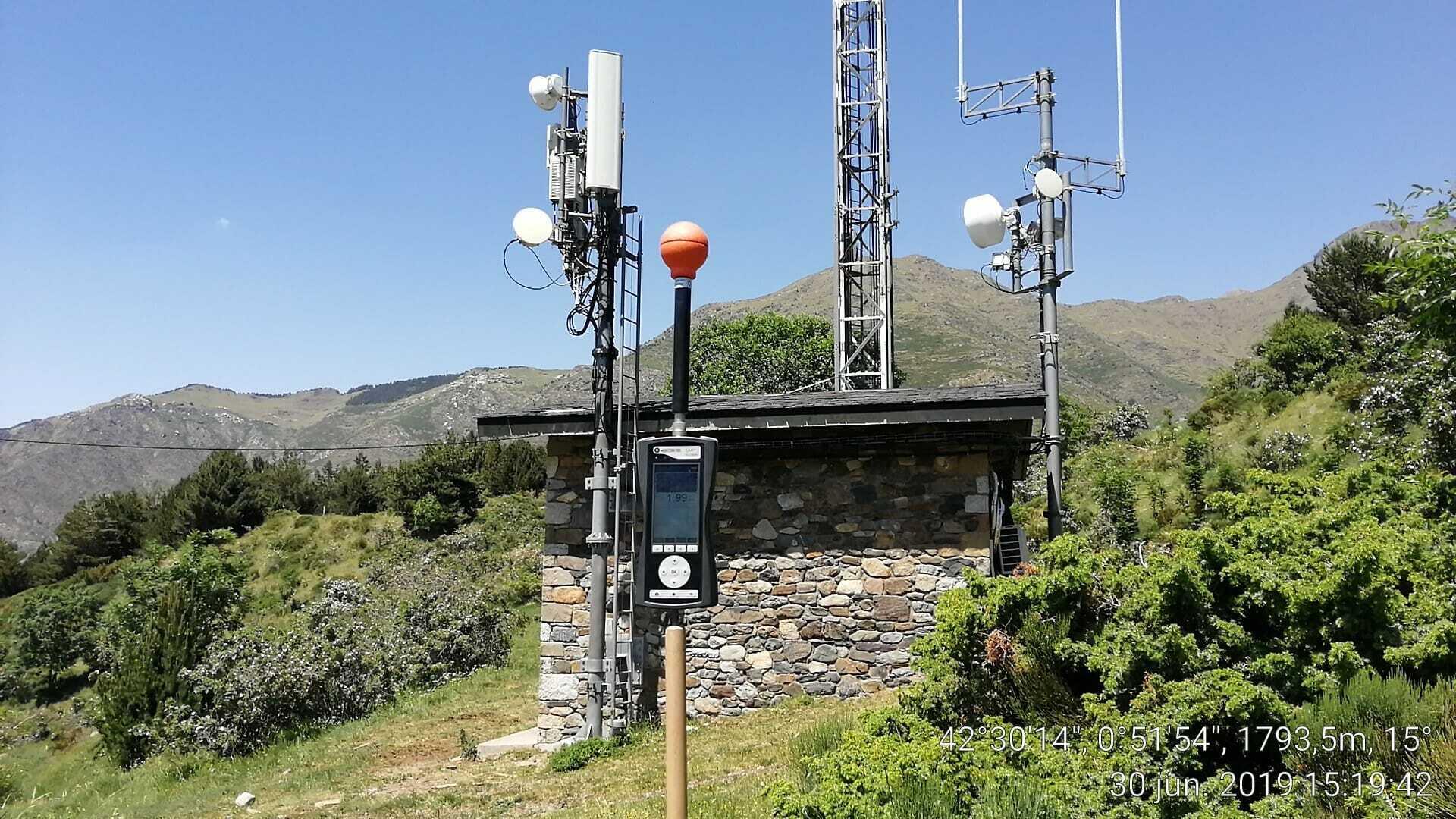 Medición radioeléctrica torre telefona rural
